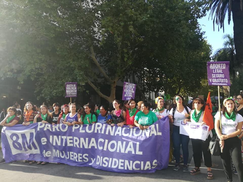 #8M Las mujeres de Siprus en la calle, parando.